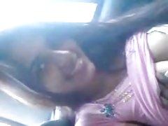 में कार और बी. जे. bf साथ देसी सुंदर लड़की